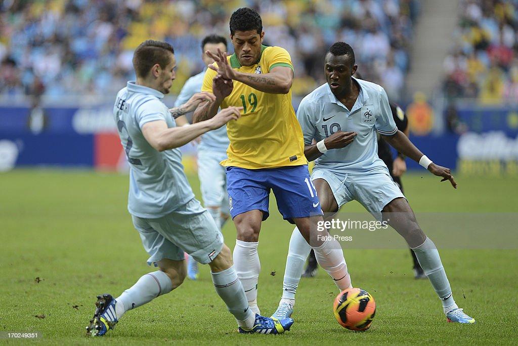 Hulk of Brasil runs for the ball during the friendly match between Brasil and France on June 09, 2013 in Porto Alegre, Brasil
