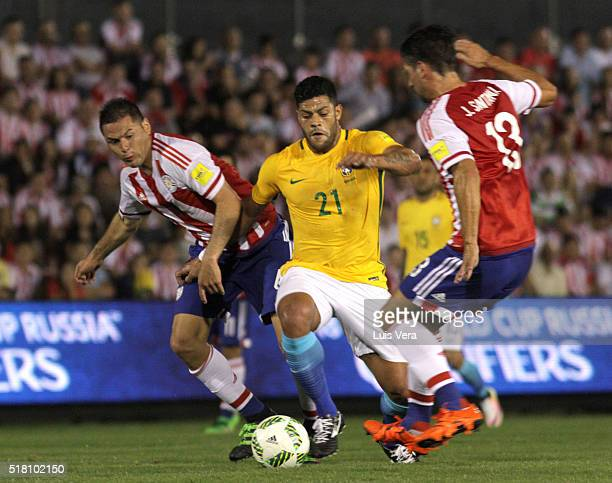Hulk of Brazil Pablo Aguilar and Jonathan Santana of Paraguay fight for the ball during a match between Paraguay and Brazil as part of FIFA 2018...