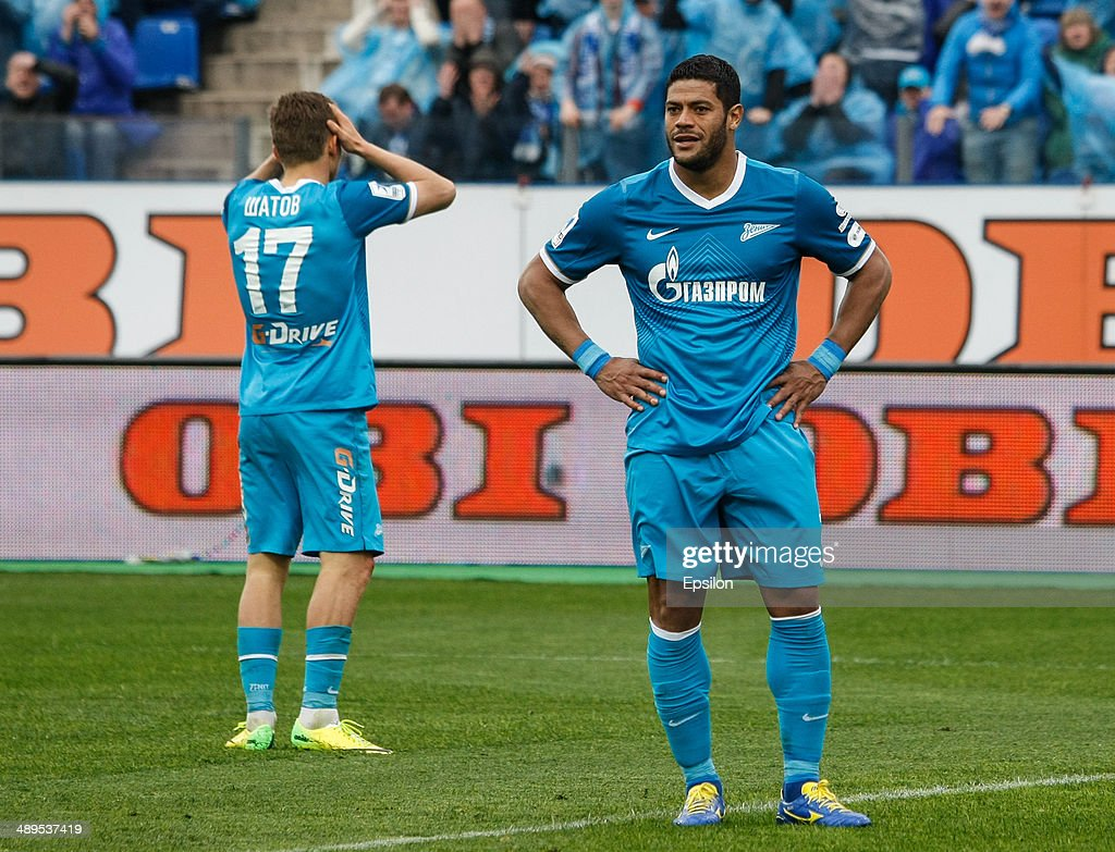 Hulk of FC Zenit St. Petersburg (R) and <a gi-track='captionPersonalityLinkClicked' href=/galleries/search?phrase=Oleg+Shatov&family=editorial&specificpeople=9633751 ng-click='$event.stopPropagation()'>Oleg Shatov</a> of FC Zenit St. Petersburg react after missing their chance during the Russian Football League Championship match between FC Zenit St. Petersburg and FC Dynamo Moscow at the Petrovsky stadium on May 11, 2014 in St. Petersburg, Russia.