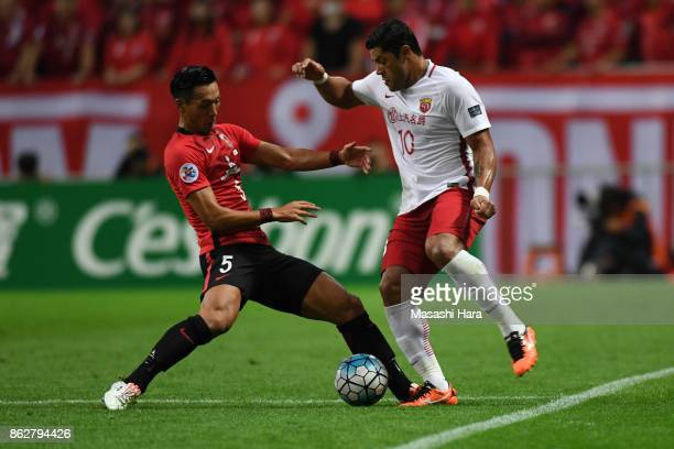 Hulk of Shanghai SIPG and Tomoaki Makino of Urawa Red Diamonds compete for the ball during the AFC Champions League semi final second leg match...