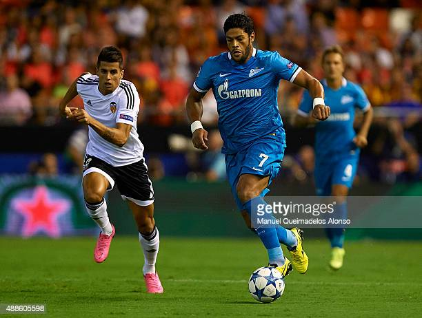 Hulk of Zenit runs with the ball during the UEFA Champions League Group H match between Valencia CF and FC Zenit at the Estadi de Mestalla on...