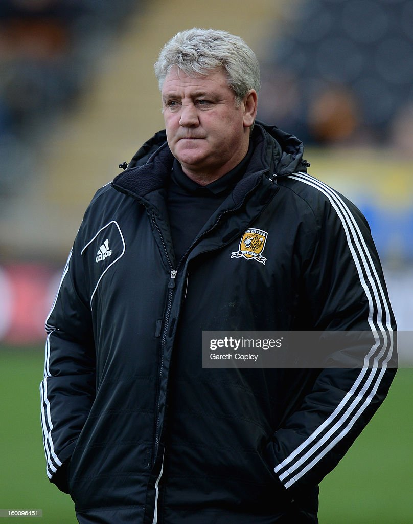 Hull City manager <a gi-track='captionPersonalityLinkClicked' href=/galleries/search?phrase=Steve+Bruce+-+Fu%C3%9Fballtrainer&family=editorial&specificpeople=208832 ng-click='$event.stopPropagation()'>Steve Bruce</a> during the FA Cup Fourth Round between Hull City and Barnsley at KC Stadium on January 26, 2013 in Hull, England.