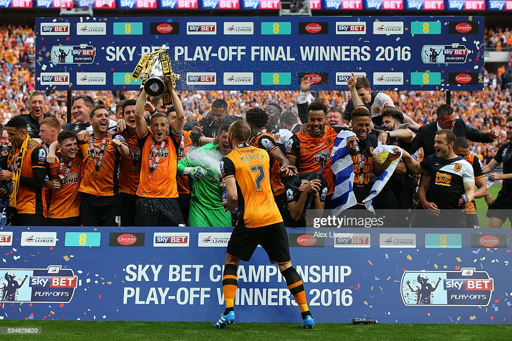 Hull City players celebrate after Sky Bet Championship Play Off Final match between Hull City and Sheffield Wednesday at Wembley Stadium on May 28, 2016 in London, England.