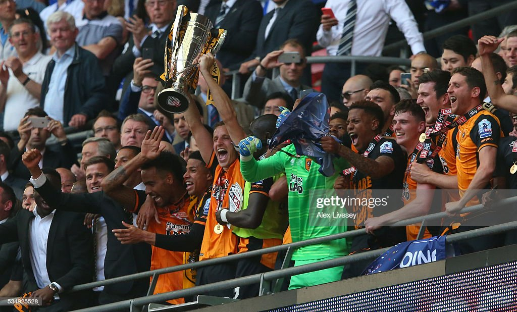 Hull City players celebrate as Michael Dawson lifts the tophy during Sky Bet Championship Play Off Final match between Hull City and Sheffield Wednesday at Wembley Stadium on May 28, 2016 in London, England.