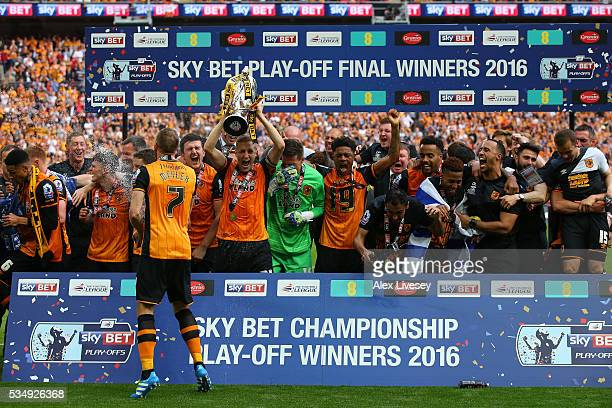 Hull City players celebrate winning the Sky Bet Championship Play Off Final match between Hull City and Sheffield Wednesday at Wembley Stadium on May...
