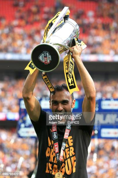 Hull City's Ahmed Elmohamady celebrates with the trophy