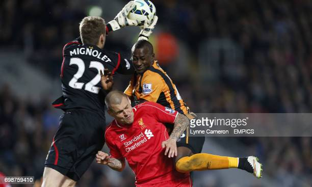 Hull City's Dame N'Doye and Liverpool goalkeeper Simon Mignolet and Martin Skrtel battle for a ball in the air