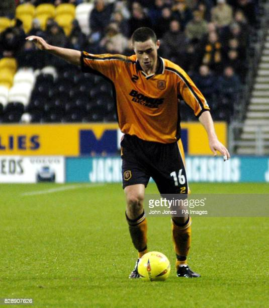 Hull City's Damien Delaney takes on the Mansfield Town defence during their Nationwide Division Three match at the KC Stadium Hull THIS PICTURE CAN...