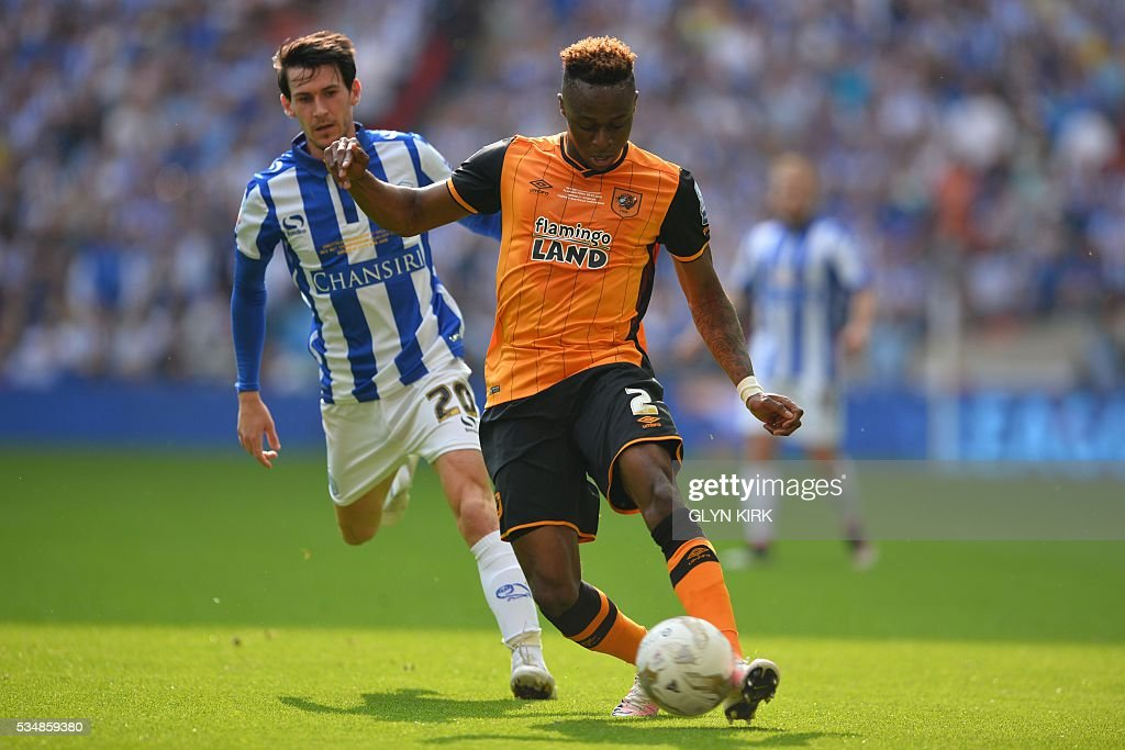 Hull City's defender Moses Odubajo (R) plays the ball in front of Sheffield Wednesday's English midfielder Kieran Lee (L) during the English Championship play-off final football match between Hull City and Sheffield Wednesday at Wembley Stadium in London on May 28, 2016. / AFP / GLYN
