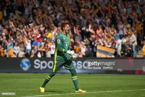 Hull City's Eldin Jakupovic celebrates the opening goal scored by teammate Abel Hernandez