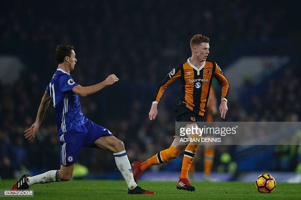 Hull City's English midfielder Sam Clucas runs with the ball during the English Premier League football match between Chelsea and Hull City at...
