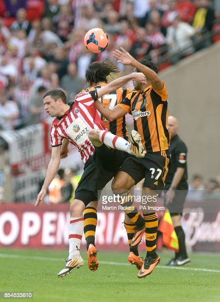 Hull City's George Boyd and Ahmed Elmohamady battle for the ball with Sheffield United's Jamie Murphy