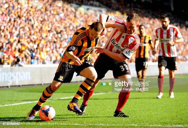 Hull City's Matty Frtatt and Sunderland's Lee Cattermole battle for the ball
