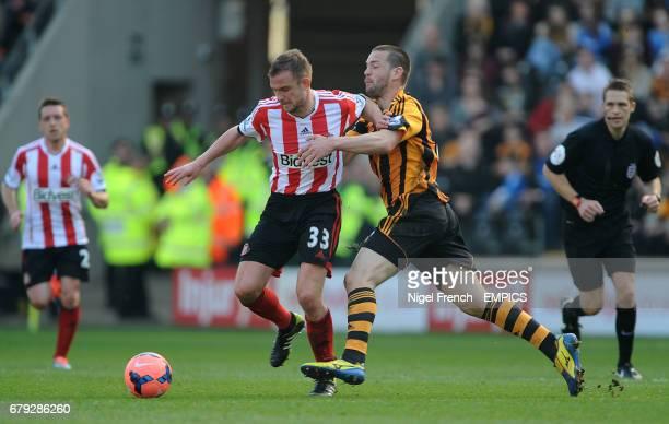 Hull City's Matty Fryatt and Sunderland's Lee Cattermole battle for the ball