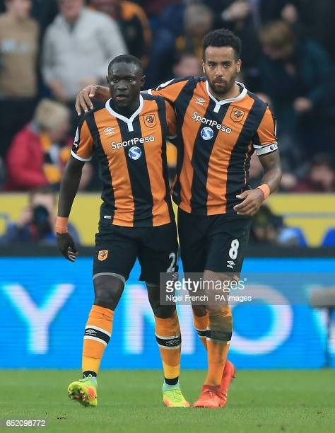 Hull City's Oumar Niasse celebrates scoring his side's first goal of the game during the Premier League match at the KCOM Stadium Hull
