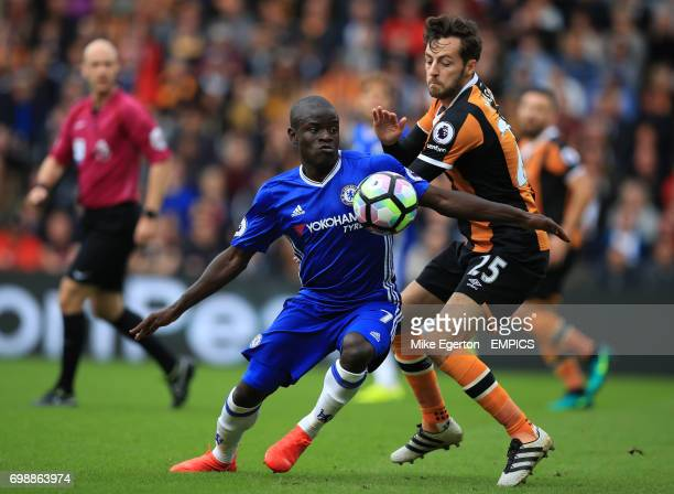 Hull City's Ryan Mason and Chelsea's N'Golo Kante battle for the ball