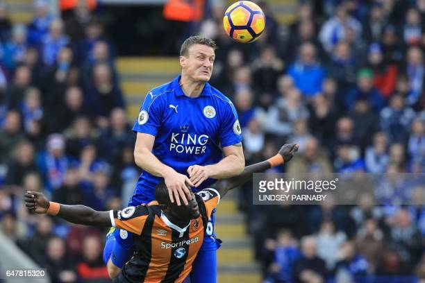 TOPSHOT Hull City's Senegalese striker Oumar Niasse vies with Leicester City's German defender Robert Huth during the English Premier League football...