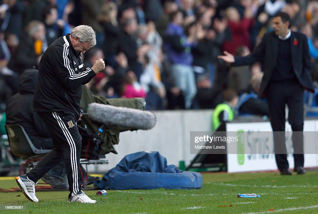 Hull manager Steve Bruce (L) celebrates the own goal of Carlos Cuellar of Sunderland during the Barclays Premier League match between Hull City and Sunderland at KC Stadium on November 2, 2013 in Hull, England.