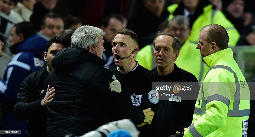 Hull manager Steve Bruce (2nd left) is held back by the assistant referee as Sunderland manager Gus Poyet (l) is sent to the stand during the Barclays Premier League match between Hull City and Sunderland at KC Stadium on March 3, 2015 in Hull, England.