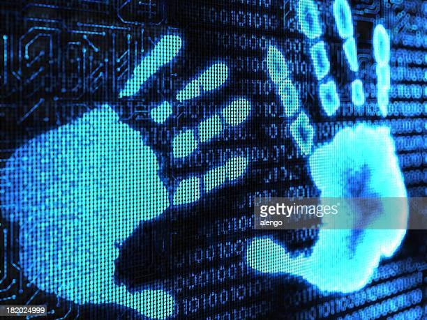 Mão Humana com Código Binário