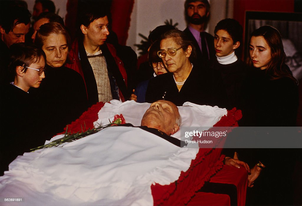 Human rights activist Yelena Bonner and family members at the coffin of her husband Russian nuclear physicist Soviet dissident and human rights...