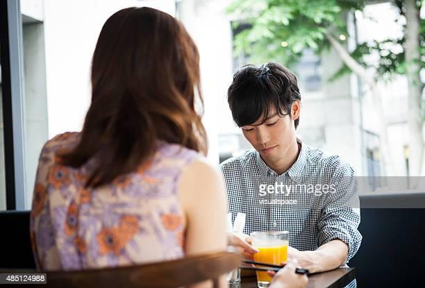 ハンブル guy のカフェ、彼の女性