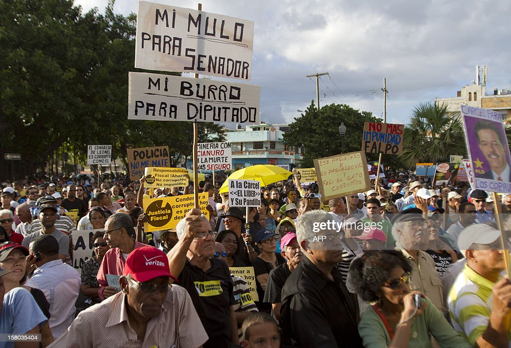 Hundreds of people gather on the Malecon of Santo Domingo to protest against corruption and demand justice for those responsible for the financial deficit on December 9, 2012, during the International Anti-Corruption Day. AFP PHOTO/Erika SANTELICES