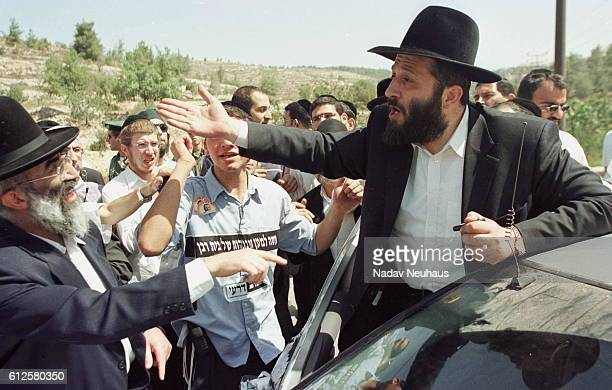 Hundreds of ultraOrthodox Jews try to block the road taken by the former Shas party leader on his way to Nitzan Prison