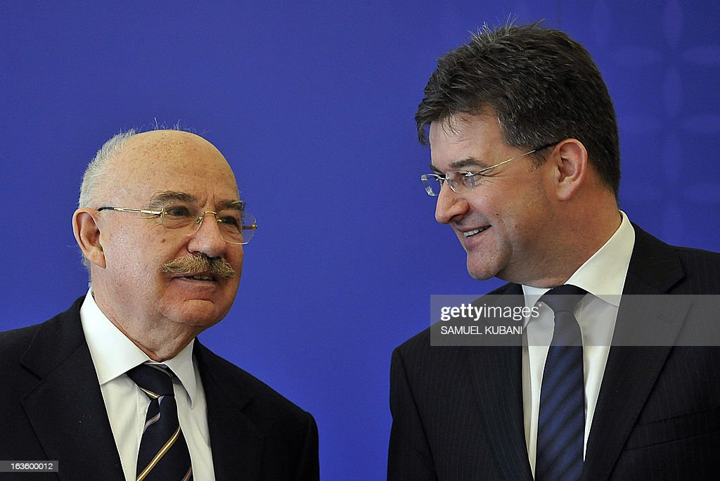 Hungarian Foreign Minister Janos Martonyi (L) and Slovakian counterpart Miroslav Lajcaka (R) attend a joint press conference after their meeting in Bratislava, Slovakia on March 13,2013. Martonyi arrived for a one day official visit in Slovakia. AFP PHOTO SAMUEL KUBANI