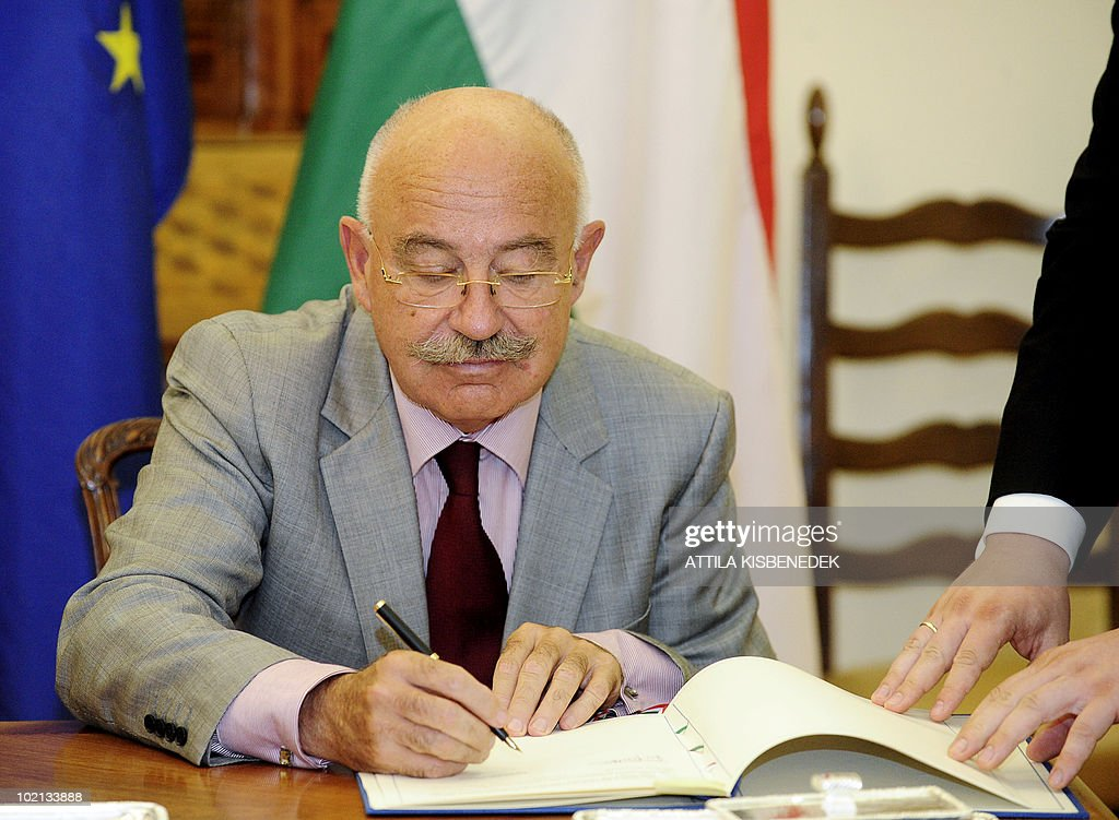 Hungarian Foreign Minister Janos Martonyi signs a cooperation aggreement with his unseen Italian counterpart Franco Frattini at the ministry of Foreign Affairs in Budapest on June 16, 2010 during their meeting. Frattini is on a one-day official visit to Hungary.