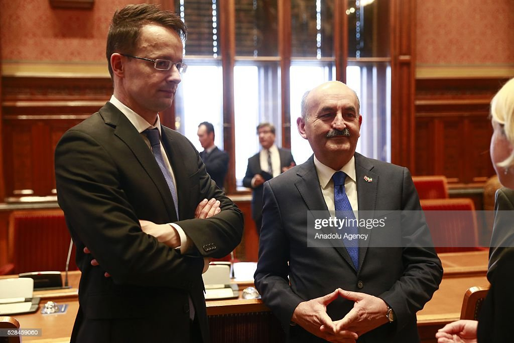 Hungarian Foreign Minister Peter Szijjarto (L) and Turkish Health Minister Mehmet Muezzinoglu () meet in Budapest, Hungary on May 5, 2016.