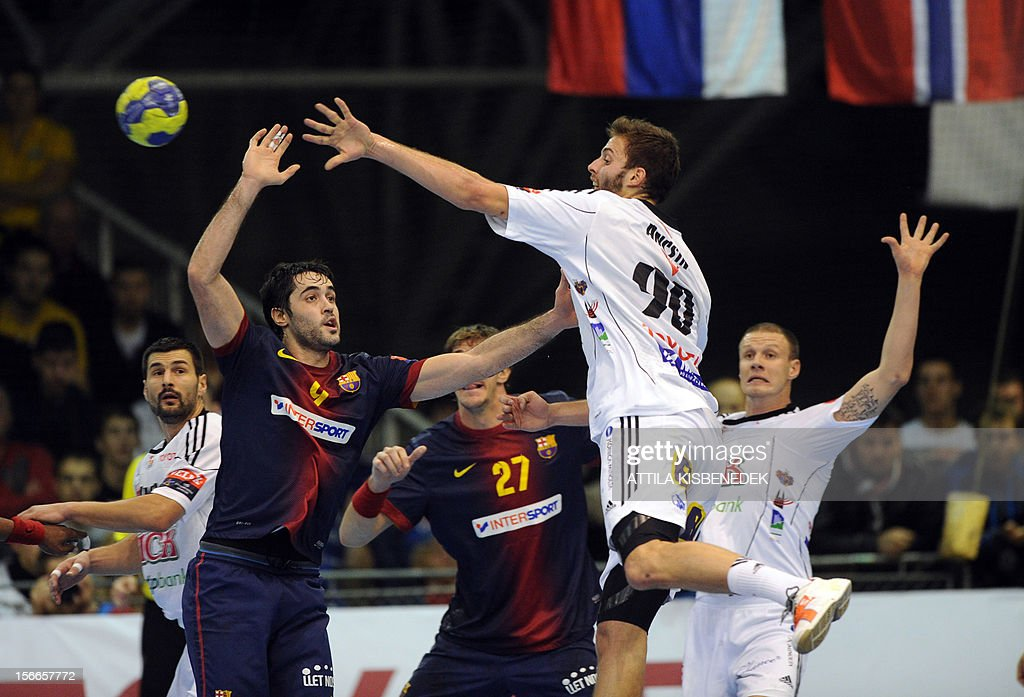 Hungarian Gabor Ancsin (2ndR) of PICK-Szeged scores a goal against FC Barcelona's defenders on November 18, 2012 in Szeged during their EHF Champions League match.