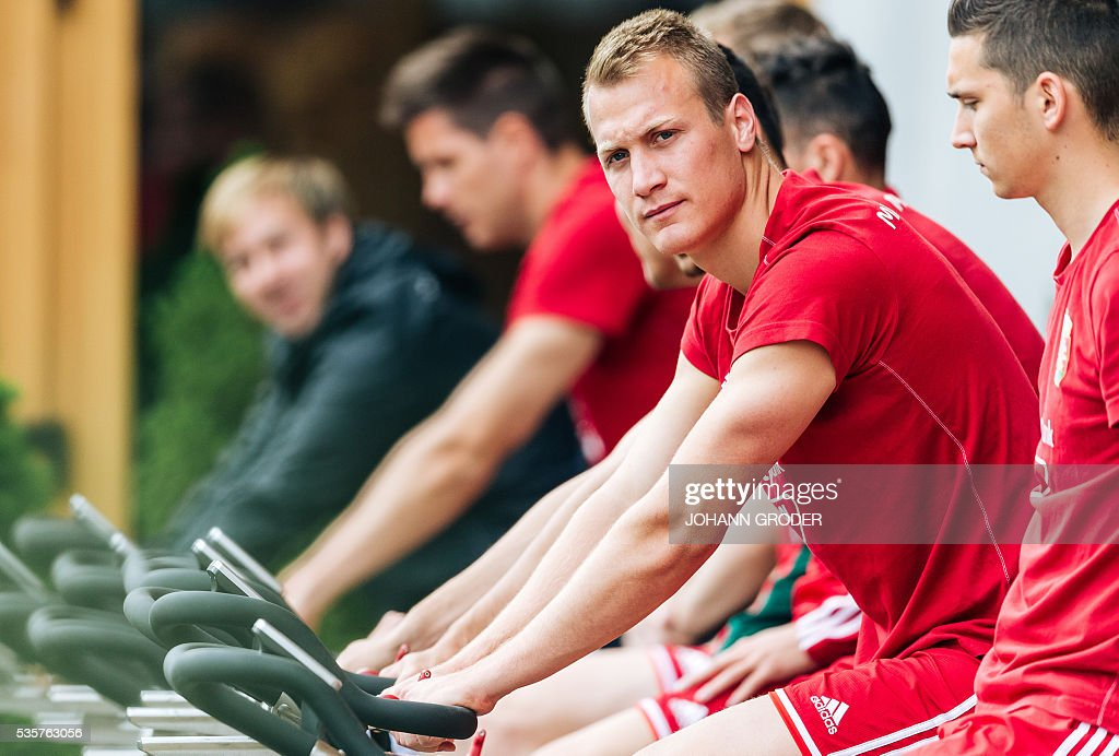 Hungarian national team player Adam Lang (c) is pictured during a training session of Hungarian national football team in Leogang, on May 30, 2016, as part of the team's preparation for the upcoming Euro 2016 European football championships in France. / AFP / APA / Johann GRODER / Austria OUT