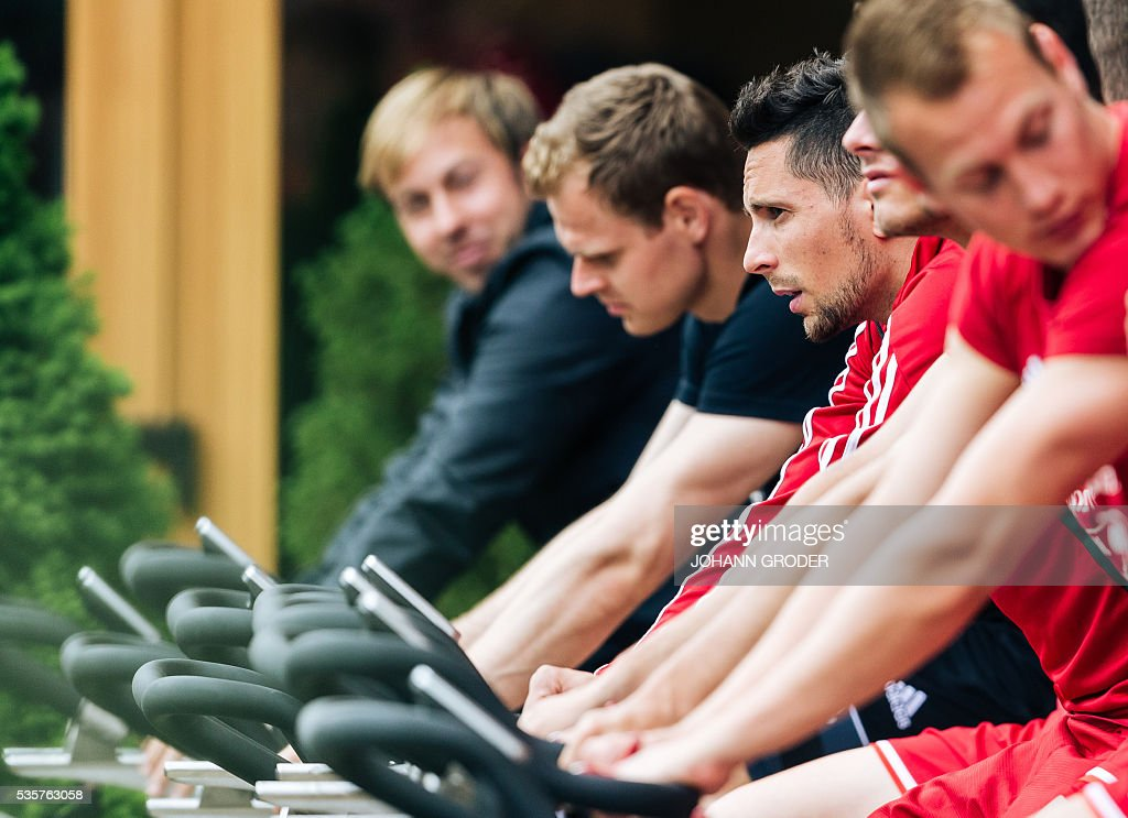 Hungarian national team players Adam Gyurcso (c) is pictured during a training session of Hungarian national football team in Leogang, on May 30, 2016, as part of the team's preparation for the upcoming Euro 2016 European football championships in France. / AFP / APA / Johann GRODER / Austria OUT