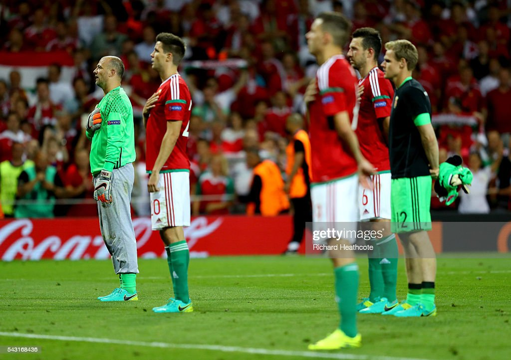 Hungary players applaud the supporters after the UEFA EURO 2016 round of 16 match between Hungary and Belgium at Stadium Municipal on June 26, 2016 in Toulouse, France.