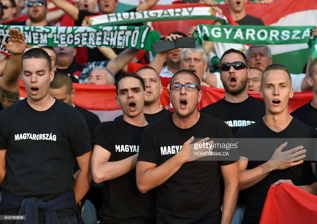 Hungary supporters chant during the Euro 2016 round of 16 football match between Hungary and Belgium at the Stadium Municipal in Toulouse on June 26, 2016. / AFP / Rémy GABALDA