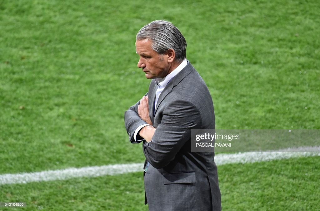 Hungary's coach Bernd Storck looks on during the Euro 2016 round of 16 football match between Hungary and Belgium at the Stadium Municipal in Toulouse on June 26, 2016. / AFP / Pascal PAVANI