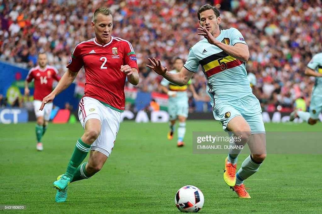 Hungary's defender Adam Lang (L) vies for the ball with Belgium's defender Jan Vertonghen during the Euro 2016 round of 16 football match between Hungary and Belgium at the Stadium Municipal in Toulouse on June 26, 2016. / AFP / EMMANUEL