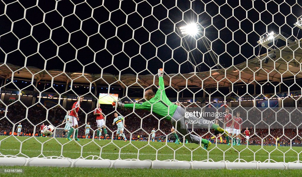 Hungary's goalkeeper Gabor Kiraly attempts to save Belgium's forward Eden Hazard (C-back) third goal during the Euro 2016 round of 16 football match between Hungary and Belgium at the Stadium Municipal in Toulouse on June 26, 2016. / AFP / PASCAL