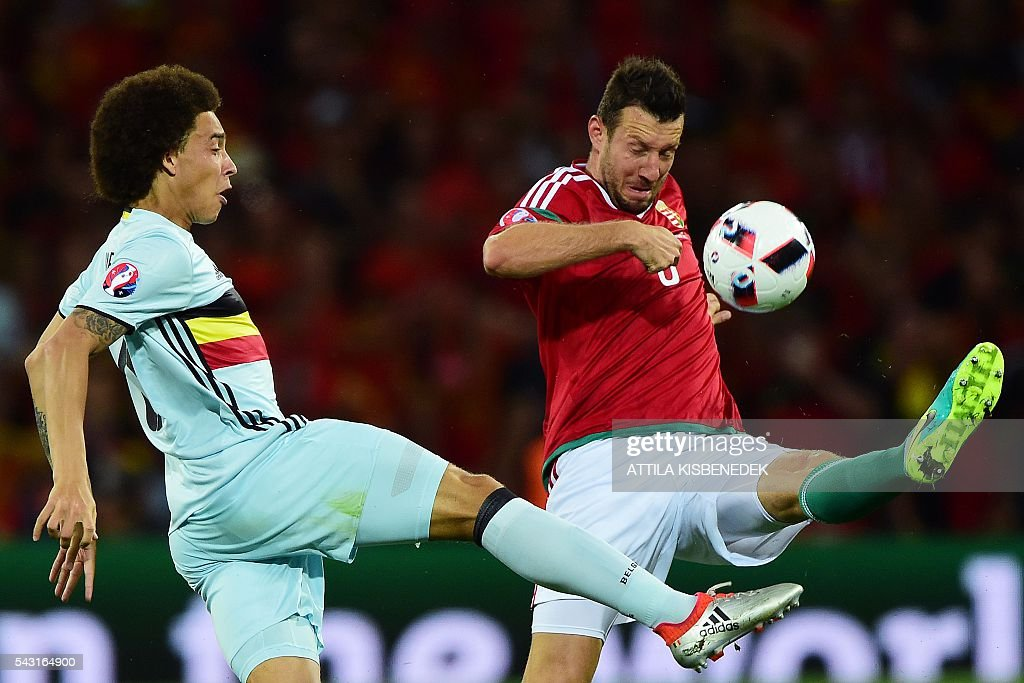 Hungary's midfielder Akos Elek (R) vies for the ball with Belgium's midfielder Axel Witsel during the Euro 2016 round of 16 football match between Hungary and Belgium at the Stadium Municipal in Toulouse on June 26, 2016. / AFP / Attila KISBENEDEK