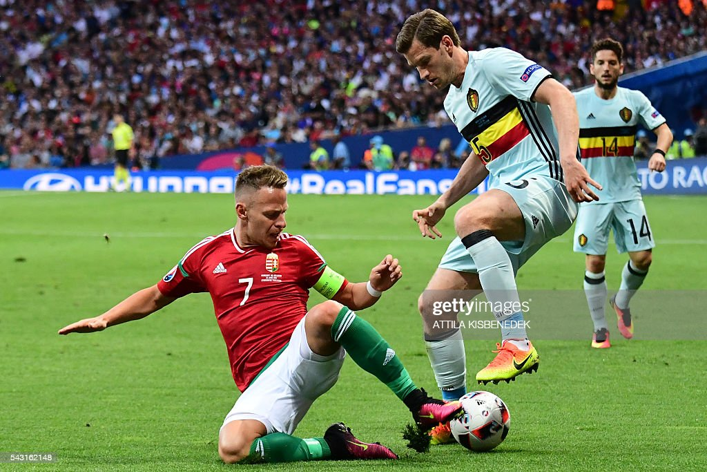 Hungary's midfielder Balazs Dzsudzsak (L) vies for the ball with Belgium's defender Jan Vertonghen during the Euro 2016 round of 16 football match between Hungary and Belgium at the Stadium Municipal in Toulouse on June 26, 2016. / AFP / ATTILA