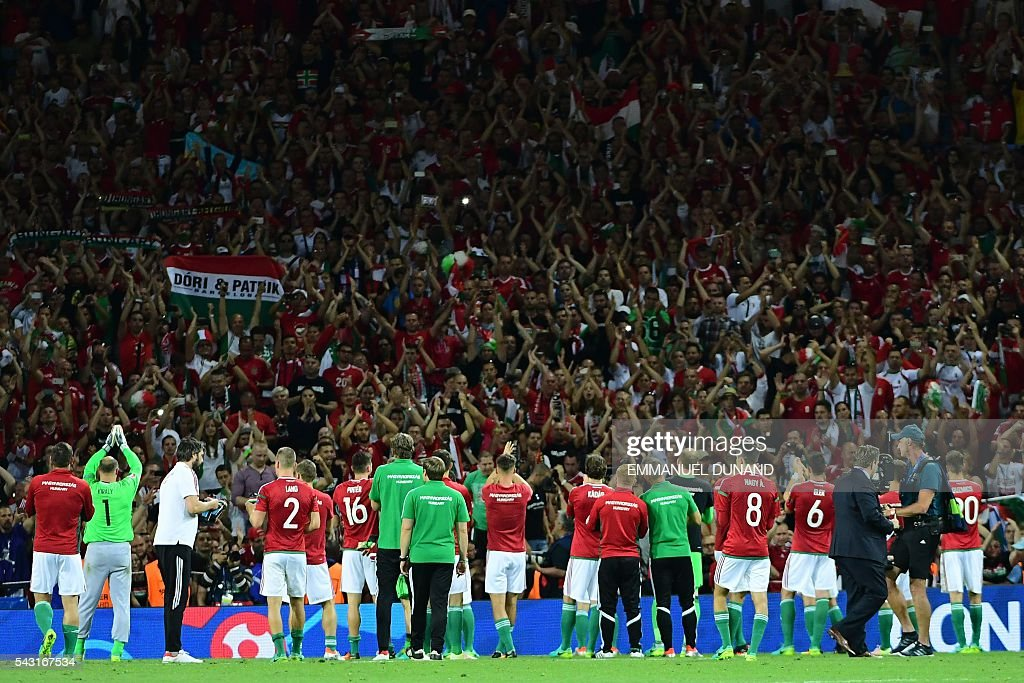 Hungary's players acknowledge their supporters after losing the Euro 2016 round of 16 football match between Hungary and Belgium at the Stadium Municipal in Toulouse on June 26, 2016. / AFP / EMMANUEL