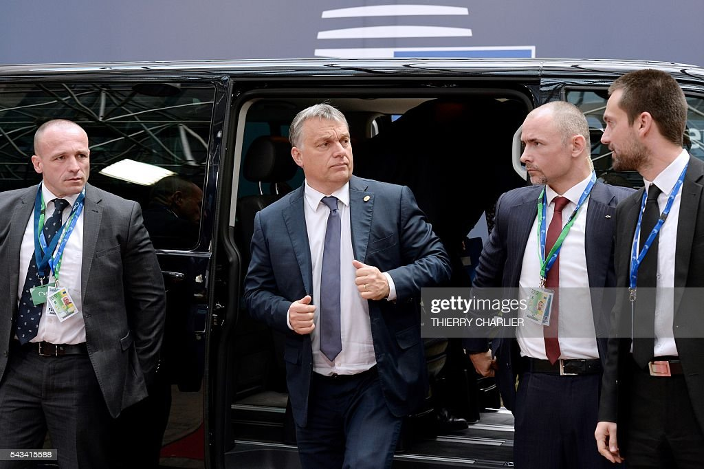 Hungary's Prime minister Viktor Orban (2nd L) arrives before an EU summit meeting on June 28, 2016 at the European Union headquarters in Brussels. / AFP / THIERRY