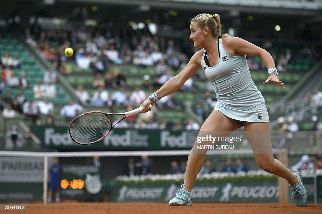 Hungary's Timea Babos returns the ball to France's Kristina Mladenovic during their women's second round match at the Roland Garros 2016 French Tennis Open in Paris on May 26, 2016. / AFP / Martin BUREAU