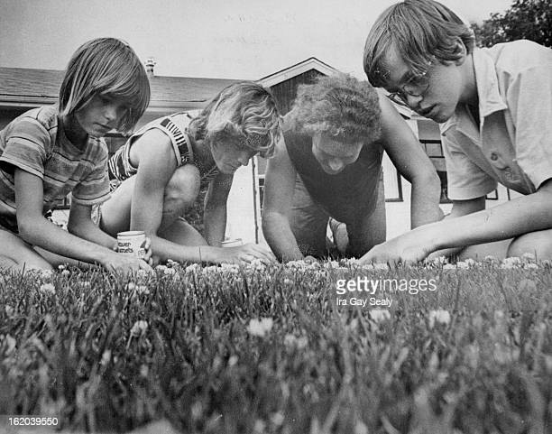 JULY 3 1976 JULY 4 1976 Hunt is On Members of the Bowman family from left above Garry Robert and Skeet are joined by friend Jess Bradshaw right to...