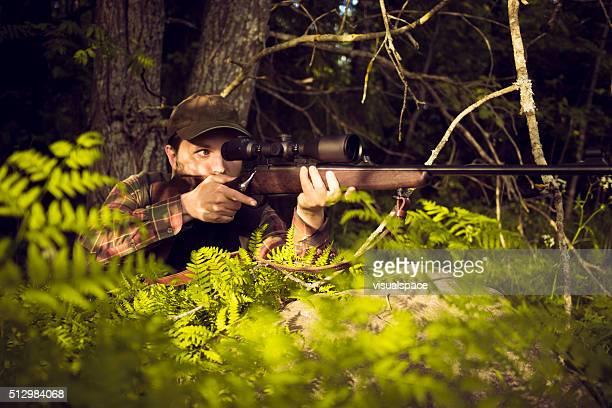 Hunter Zielen In Beute und verstecken In den Büschen