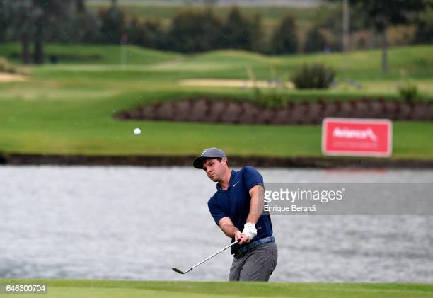 Hunter Hamrick of the United States chips onto the 18th green during the final round of the PGA TOUR Latinoamerica 70 Avianca Colombia Open at Club...
