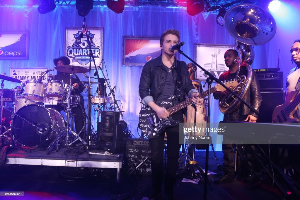<a gi-track='captionPersonalityLinkClicked' href=/galleries/search?phrase=Hunter+Hayes&family=editorial&specificpeople=3290701 ng-click='$event.stopPropagation()'>Hunter Hayes</a> (C) and <a gi-track='captionPersonalityLinkClicked' href=/galleries/search?phrase=The+Roots+-+Band&family=editorial&specificpeople=234784 ng-click='$event.stopPropagation()'>The Roots</a> performs at The Pepsi 5th Quarter on February 3, 2013 in New Orleans, Louisiana.