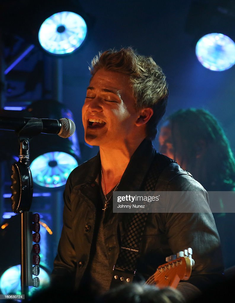 <a gi-track='captionPersonalityLinkClicked' href=/galleries/search?phrase=Hunter+Hayes&family=editorial&specificpeople=3290701 ng-click='$event.stopPropagation()'>Hunter Hayes</a> performs at The Pepsi 5th Quarter on February 3, 2013 in New Orleans, Louisiana.
