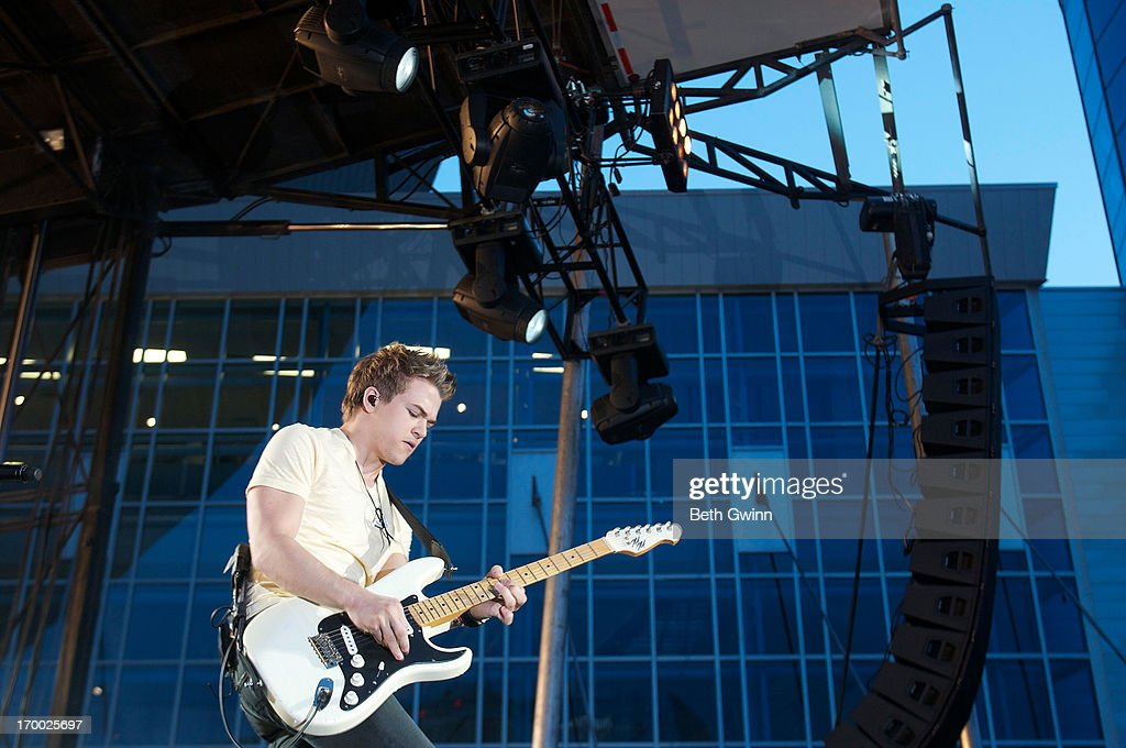 <a gi-track='captionPersonalityLinkClicked' href=/galleries/search?phrase=Hunter+Hayes&family=editorial&specificpeople=3290701 ng-click='$event.stopPropagation()'>Hunter Hayes</a> performs during the 2013 CMT Music awards at the Bridgestone Arena on June 5, 2013 in Nashville, Tennessee.